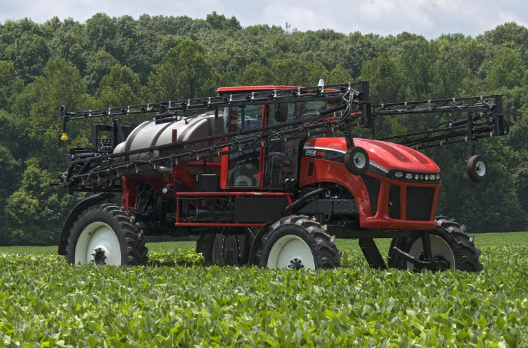 SABICのLexan*およびCycoloy*樹脂を使用したEquipment Technologies社のApache農業用噴霧機のボンネット